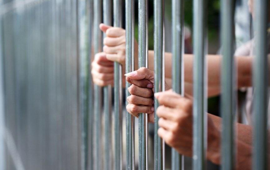Người đang chấp hành hình phạt tù là đương sự trong vụ án dân sự
